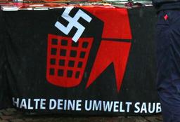 Beschlagnahme von Anti-Nazi-Plakaten
