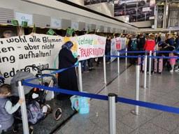 Blockade Turkish Airlines am Flughafen Frankfurt in Solidarität mit Rojava